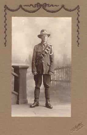 Portrait Samuel Harris in uniform. - No known copyright restrictions