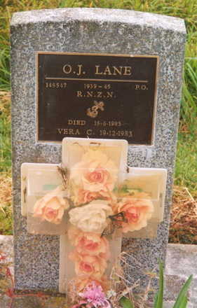 Headstone, Ohaeawai Cemetery (photo Paul baker) - This image may be subject to copyright