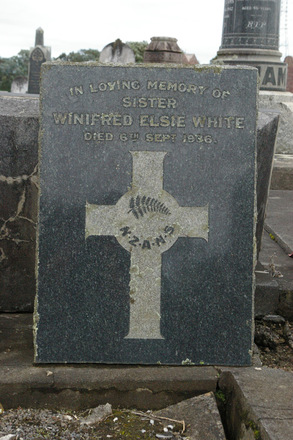 Headstone at Waikaraka (Park) Public Cemetery, Auckland, New Zealand - No known copyright restrictions