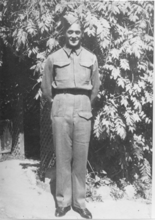 Portrait of Mo Mitchell (36256) at Queens Gardens, Nelson, prior to leaving New Zealand - This image may be subject to copyright