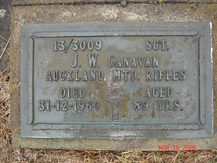 Headstone, Taruheru Cemetery, Gisborne (2006) - No known copyright restrictions