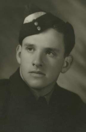 Portrait, Gordon Ballantyne (kindly provided by the Otahuhu College Archives) - This image may be subject to copyright