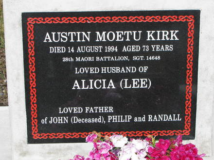 Headstone, Kauae Cemetery (photo S. Lees 2010) - This image may be subject to copyright