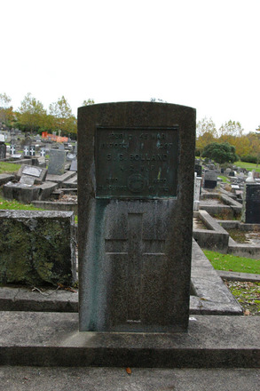 Headstone, O'Neills Point Cemetery (photo J. Halpin 2011) - This image may be subject to copyright