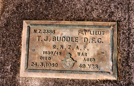 Headstone at Purewa Cemetery of NZ2356 T.J. Buddle - This image may be subject to copyright