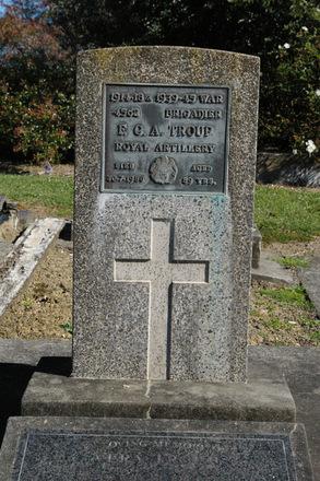 Headstone, Albany Village Cemetery (photo John Halpin 2011) - CC BY John Halpin