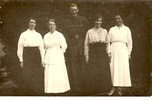 Family group, WW1, James Parsons visiting with relatives (kindly provided by family) - No known copyright restrictions