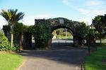 View from inside Jellicoe Park of Onehunga Arch of Remembrance, Jellicoe Park (photo John Halpin, March 2012) - CC BY John Halpin
