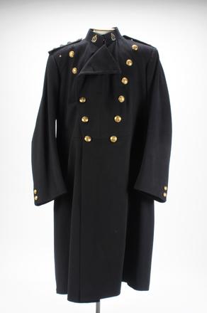 overcoat U069