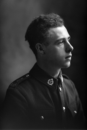 1/4 portrait of Private Cyril Appleyard in military uniform 77423 (Photographer: Herman Schmidt, 1920). Sir George Grey Special Collections, Auckland Libraries, 31-A4006. No known copyright.