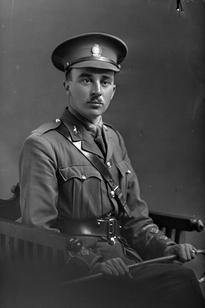 3/4 portrait of Lieutenant Frederick Arthur Airey, Reg No 30102, - E Company. (Photographer: Herman Schmidt, 1916). Sir George Grey Special Collections, Auckland Libraries, 31-A3314. No known copyright.