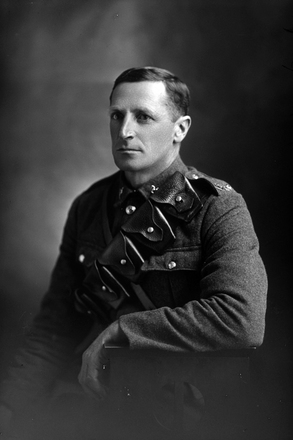 3/4 portrait of Trooper Arthur Charles Ball, New Zealand Mounted Rifles, Reg. No. 16059. (Photographer: Herman Schmidt, 1916). Sir George Grey Special Collections, Auckland Libraries, 31-B1434. No known copyright.