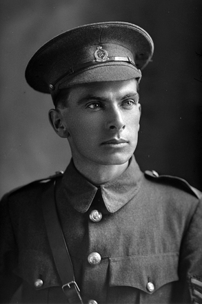 1/4 portrait of Sergeant-Major Alfred Victor Beeson, Reg No 18150, of the New Zealand Dental Corps. (Photographer: Herman Schmidt, 1917). Sir George Grey Special Collections, Auckland Libraries, 31-B2681. No known copyright.