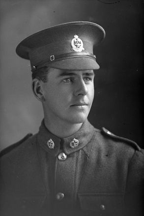 1/4 portrait of Private Alexander Angus Bell, Reg No 44892, Specialist Company, Signal Section. (Photographer: Herman Schmidt, 1917). Sir George Grey Special Collections, Auckland Libraries, 31-B2987. No known copyright.