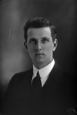 1/4 portrait of Mr C H Courtney  [ls: probably 3/1376] (Photographer: Herman Schmidt, 1916). Sir George Grey Special Collections, Auckland Libraries, 31-C318. No known copyright.