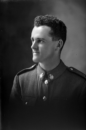 1/4 portrait of Private Noel Johnston Campbell, Reg No 33641, of the Specialist Company, Signal Section, 22nd Reinforcements. (Photographer: Herman Schmidt, 1917). Sir George Grey Special Collections, Auckland Libraries, 31-C2689. No known copyright.
