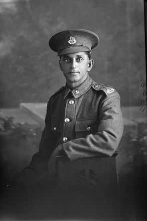 3/4 portrait of Private (later Lance Corporal) Walter Perry Cartwright, Reg No 44700, of the Auckland Infantry Battalion, - A Company, 24th Reinforcements. (Photographer: Herman Schmidt, 1917). Sir George Grey Special Collections, Auckland Libraries, 31-C2696. No known copyright.