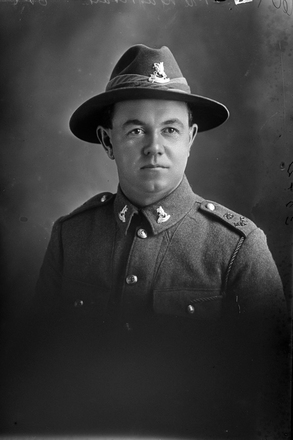 1/4 portrait of Trooper Stanley Martyn Barriball, Reg No 43180, New Zealand Mounted Rifles, 26th Reinforcements. (Photographer: Herman Schmidt, 1917). Sir George Grey Special Collections, Auckland Libraries, 31-B3042. No known copyright.
