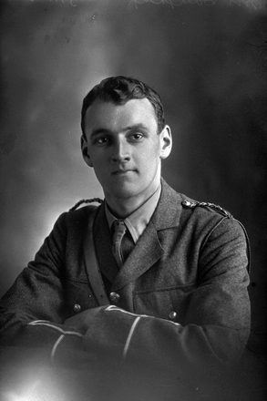 1/4 portrait of Lieutenant Harry H Doughty, Reg No 2/1742, of the New Zealand Field Artillery, 5th Reinforcements. (Photographer: Herman Schmidt, 1915). Sir George Grey Special Collections, Auckland Libraries, 31-D411. No known copyright.