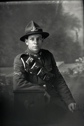 Half portrait of Gunner William George Martin Emmins with the New Zealand Field Artillery (Photographer: Herman Schmidt, 1917). Sir George Grey Special Collections, Auckland Libraries, 31-E3114. No known copyright.