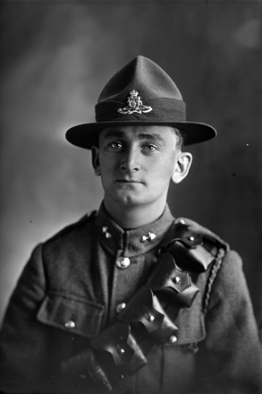 1/4 portrait of Gunner Raymond Richardson Harley, Reg No 12783, of the New Zealand Field Artillery. (Photographer: Herman Schmidt, 1916). Sir George Grey Special Collections, Auckland Libraries, 31-H560. No known copyright.