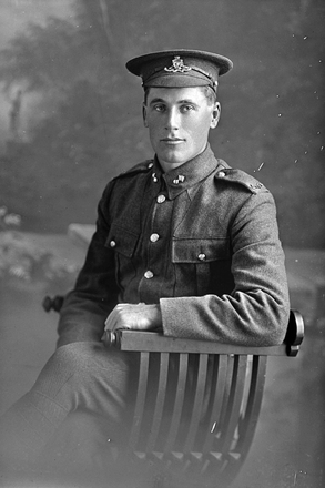 3/4 portrait of Gunner Herman Lennan, Reg No 2/2860, of the New Zealand Field Artillery, 10th Reinforcements. (Photographer: Herman Schmidt, 1916). Sir George Grey Special Collections, Auckland Libraries, 31-L696. No known copyright.
