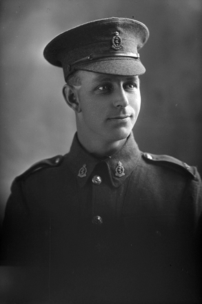 1/4 portrait of Private Cyril Reginald Moses, Reg No 3/1064, of the New Zealand Medical Corps. (Photographer: Herman Schmidt, 1915). Sir George Grey Special Collections, Auckland Libraries, 31-M858. No known copyright.