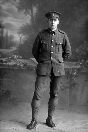 Full length portrait of Sapper H Peat of the New Zealand Field Engineers, probably 4/1190 Sapper David Henry Peat (Photographer: Herman Schmidt, 1915 1916). Sir George Grey Special Collections, Auckland Libraries, 31-P906. No known copyright.