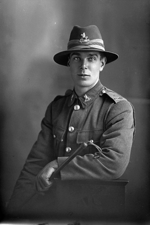 3/4 portrait of Trooper James Ormsby Queenin, Reg No 71819, of the New Zealand Mounted Rifles, 37th Reinforcements. (Photographer: Herman Schmidt, 1918). Sir George Grey Special Collections, Auckland Libraries, 31-Q4589. No known copyright.