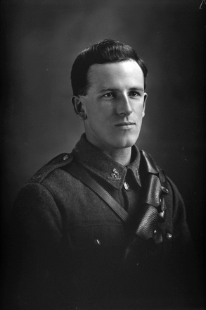 1/4 portrait of Trooper Allan Satchell, Reg No 16342, of the New Zealand Mounted Rifles, Mounted Signal Section. (Photographer: Herman Schmidt, 1916). Sir George Grey Special Collections, Auckland Libraries, 31-S2136. No known copyright.