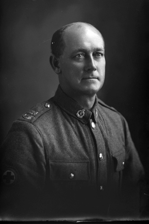 1/4 portrait of Private William Thomas Smith, Reg No 3/3132, of the 24th Reinforcements, New Zealand Medical Corps. (Photographer: Herman Schmidt, 1917). Sir George Grey Special Collections, Auckland Libraries, 31-S3264. No known copyright.
