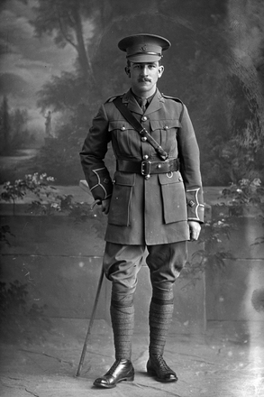 Full length portrait of Lieutenant Acland Withiel Thomas. (Photographer: Herman Schmidt, 1916). Sir George Grey Special Collections, Auckland Libraries, 31-T1201. No known copyright.