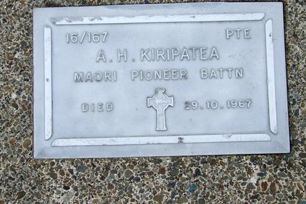 Gravestone at Rotorua Cemetery for 16/167 Albert Kiripatea. No Known Copyright.