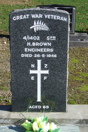 Gravestone at Ngaruawahia Public Cemetery for 4/1402 Henry Brown. No Known Copyright.