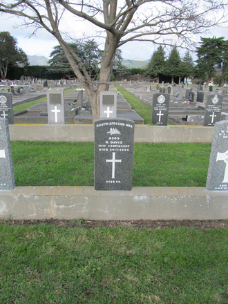 Headstone for Trooper Richard Davis s/n 8949 South African War.Image provided by Sarndra Lees, June 22, 2014. Image has All Rights Reserved.