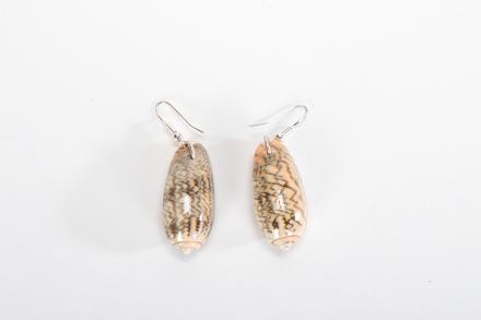 2015.22.4; earrings
