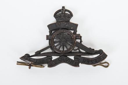 hat badge: New Zealand Field Artillery