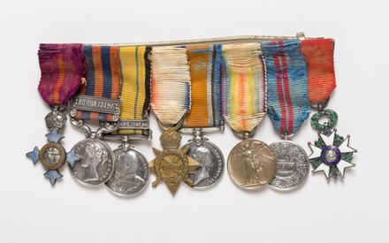 medal set, miniature 2007.80.2