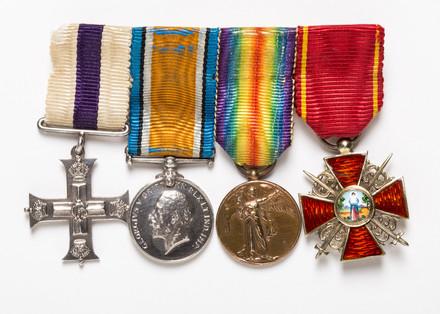 medal set (miniature), 2003.16.2
