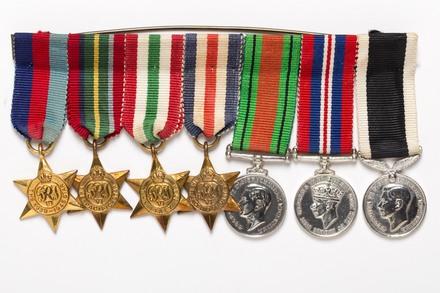 medal set, miniatures, 2004.124.19