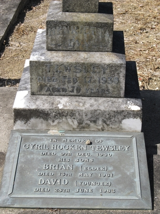Memorial plaque at Purewa Cemetery, Auckland, for Cyril Hocken Tewsley (s/n 3/298). Image provided by Sarndra Lees, March 2013. Image has All Rights Reserved.