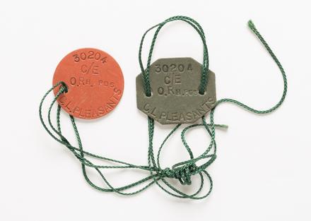 badge, identity 2001.25.794