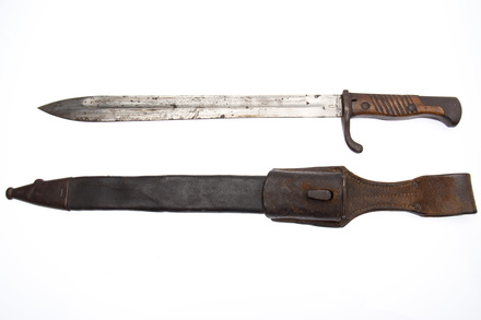 bayonet and scabbard W2552