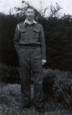 Photograph of WA Johnson (s/n 410189) taken in ealry 1942. Image provided by Peter Nightingale. Image has no known copyright restrictions.