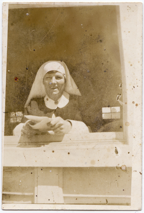Unknown, photographer. Snapshot of Sister Edith Jane Austen, N.Z.A.N.S, WWI (1914-1918). Austen, E.J. (1900-1940). Edith Jane Austen Photographs. Auckland War Memorial Museum - Tamaki Paenga Hira. PH-2003-46-2. Image has no known copyright restrictions.