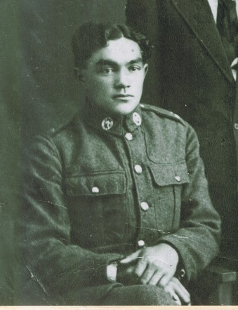 Seated portrait of Wi Kepa Priestley in uniform (16/833). Image kindly provided by Priestley family (2016). Image has no known copyright restrictions.