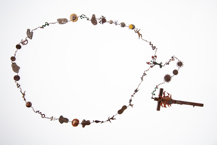 necklace; 2015.69.1; Photographed by: Andrew Hales; photographer; digital; 22 Apr 2016; All Rights Reserved