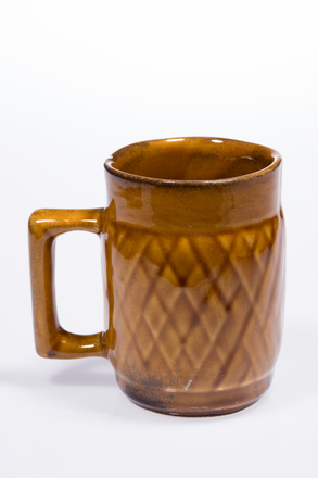 mug, 2014.19.69, #84, Photographed by Andrew Hales, digital, 27 Jun 2016, © Auckland Museum CC BY