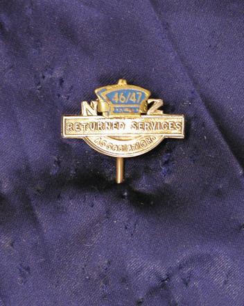 membership badge [2003.57.10]