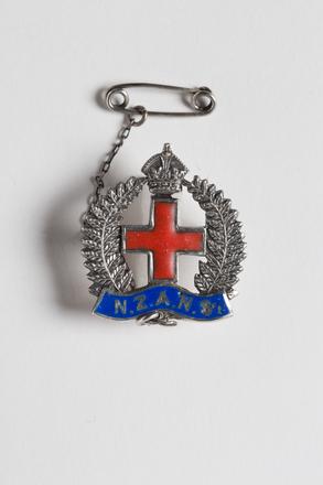 badge, regimental 2001.25.498
